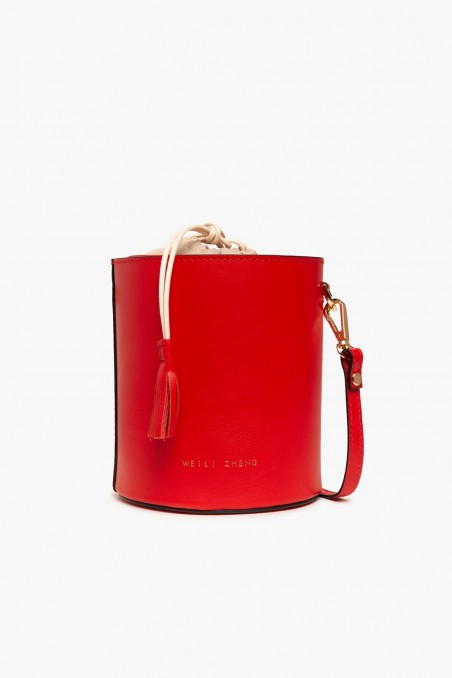 Bucket bag in leather