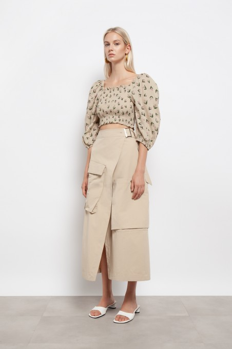 Skirt with maxi front pockets